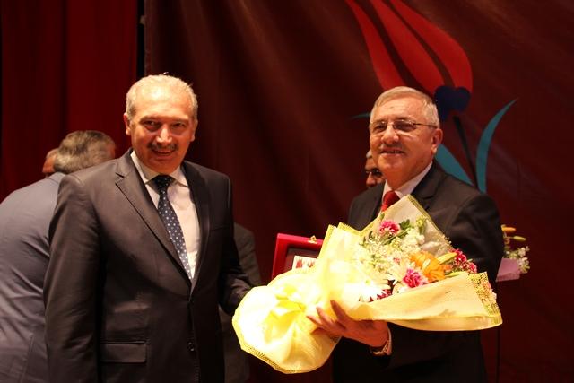 http://medit.fatihsultan.edu.tr/resimler/upload/Direnen-Meal-Mehmet-Akif-Meali-Uluslararasi-Sempozyumu-Yapildi-11120413.jpg