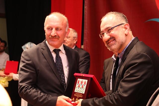 http://medit.fatihsultan.edu.tr/resimler/upload/Direnen-Meal-Mehmet-Akif-Meali-Uluslararasi-Sempozyumu-Yapildi-13120413.jpg