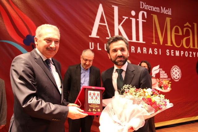 http://medit.fatihsultan.edu.tr/resimler/upload/Direnen-Meal-Mehmet-Akif-Meali-Uluslararasi-Sempozyumu-Yapildi-14120413.jpg