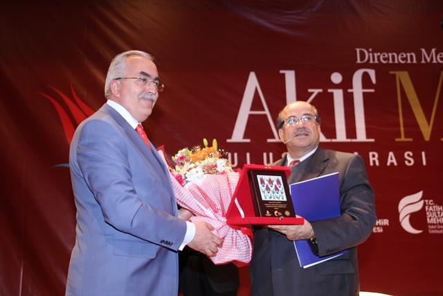 http://medit.fatihsultan.edu.tr/resimler/upload/Direnen-Meal-Mehmet-Akif-Meali-Uluslararasi-Sempozyumu-Yapildi-15120413.jpg