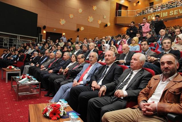 http://medit.fatihsultan.edu.tr/resimler/upload/Direnen-Meal-Mehmet-Akif-Meali-Uluslararasi-Sempozyumu-Yapildi-9120413.jpg