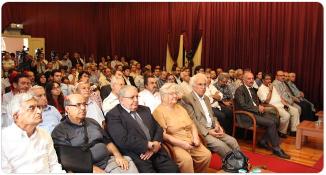 http://medit.fatihsultan.edu.tr/resimler/upload/FSMVU-Mehmet-Akif-Ersoy-un-Kurani-Kerim-Meali-Tanitildi-7-070912.jpg