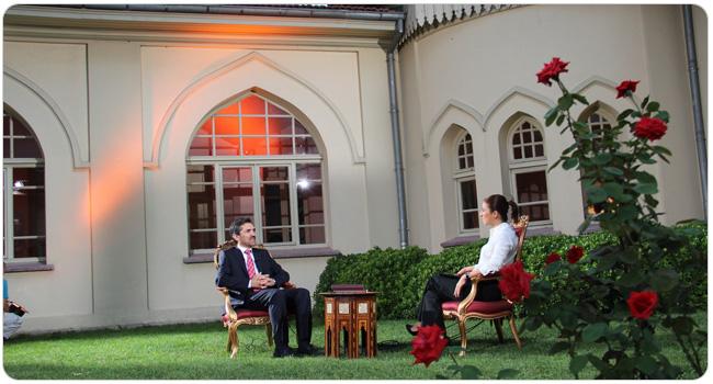 http://medit.fatihsultan.edu.tr/resimler/upload/FSMVU-Mehmet-Akif-Ersoy-un-Kurani-Kerim-Meali-Tanitildi-9-070912.jpg