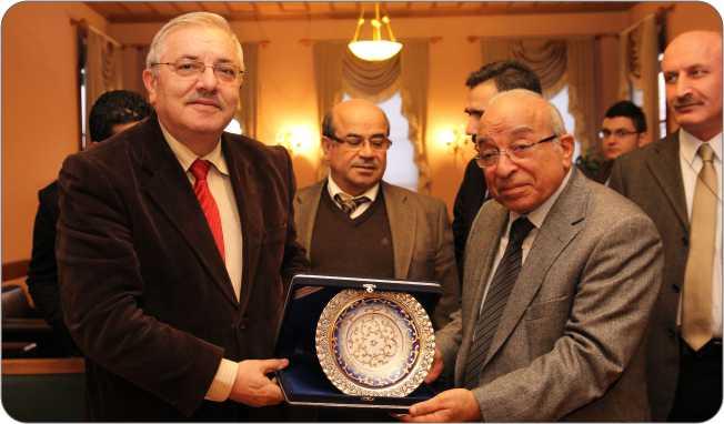 http://medit.fatihsultan.edu.tr/resimler/upload/Gazeteci-Yazar-Fehmi-Huveydi-Medeniyetler-Ittifaki-Enstitu-Ziyaret-Etti-4-4-110113.jpg