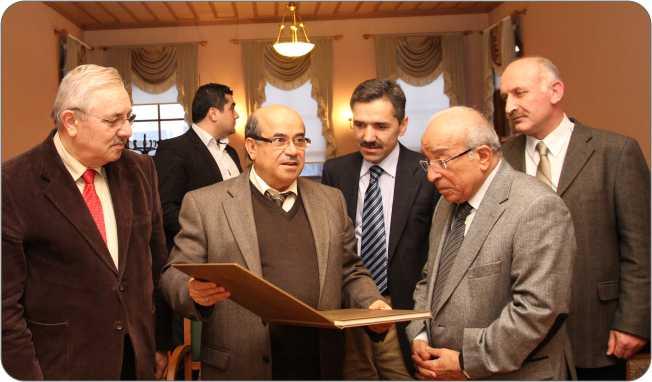 http://medit.fatihsultan.edu.tr/resimler/upload/Gazeteci-Yazar-Fehmi-Huveydi-Medeniyetler-Ittifaki-Enstitu-Ziyaret-Etti-5-5-110113.jpg