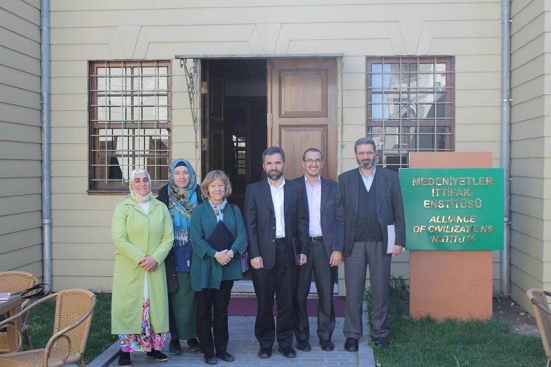 http://medit.fatihsultan.edu.tr/resimler/upload/IMG_63592015-04-13-05-06-59am.JPG