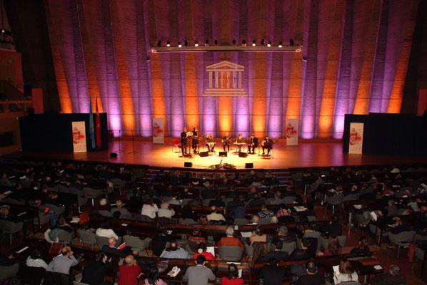 http://medit.fatihsultan.edu.tr/resimler/upload/Paris-UNESCO-binasinda-Itri-Konseri-duzenlendi-3-9-171212.jpg