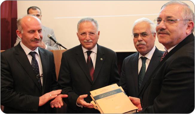 http://medit.fatihsultan.edu.tr/resimler/upload/Prof-Dr-Ekmeleddin-Ihsanoglunun-Yeni-Eserinin-Tanitimi-Yapildi-11-240512.jpg