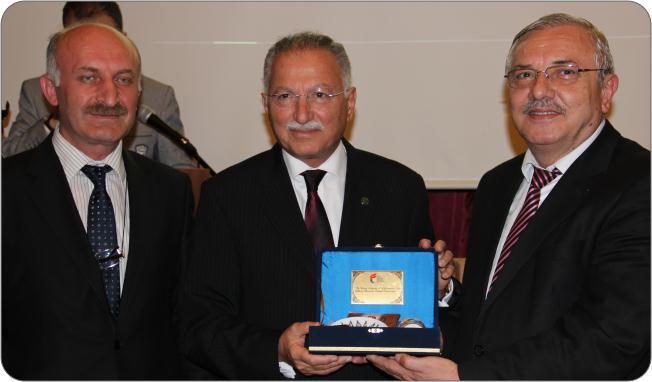 http://medit.fatihsultan.edu.tr/resimler/upload/Prof-Dr-Ekmeleddin-Ihsanoglunun-Yeni-Eserinin-Tanitimi-Yapildi-14-240512.jpg