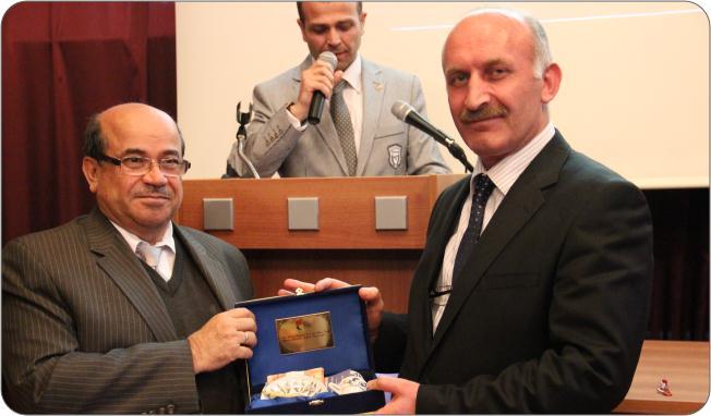http://medit.fatihsultan.edu.tr/resimler/upload/Prof-Dr-Ekmeleddin-Ihsanoglunun-Yeni-Eserinin-Tanitimi-Yapildi-15-240512.jpg