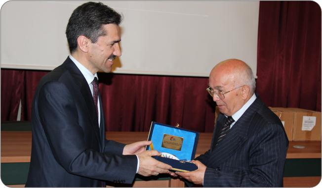 http://medit.fatihsultan.edu.tr/resimler/upload/Prof-Dr-Ekmeleddin-Ihsanoglunun-Yeni-Eserinin-Tanitimi-Yapildi-18-240512.jpg