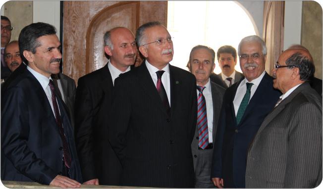 http://medit.fatihsultan.edu.tr/resimler/upload/Prof-Dr-Ekmeleddin-Ihsanoglunun-Yeni-Eserinin-Tanitimi-Yapildi-19-240512.jpg