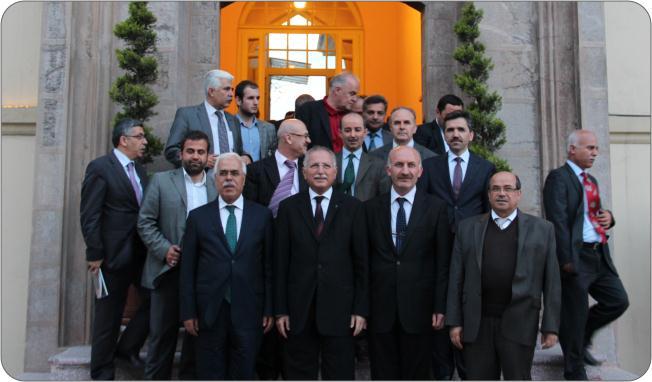 http://medit.fatihsultan.edu.tr/resimler/upload/Prof-Dr-Ekmeleddin-Ihsanoglunun-Yeni-Eserinin-Tanitimi-Yapildi-23-240512.jpg