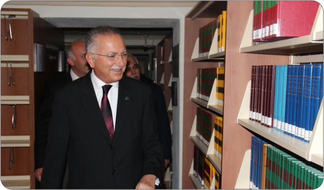 http://medit.fatihsultan.edu.tr/resimler/upload/Prof-Dr-Ekmeleddin-Ihsanoglunun-Yeni-Eserinin-Tanitimi-Yapildi-3-240512.jpg