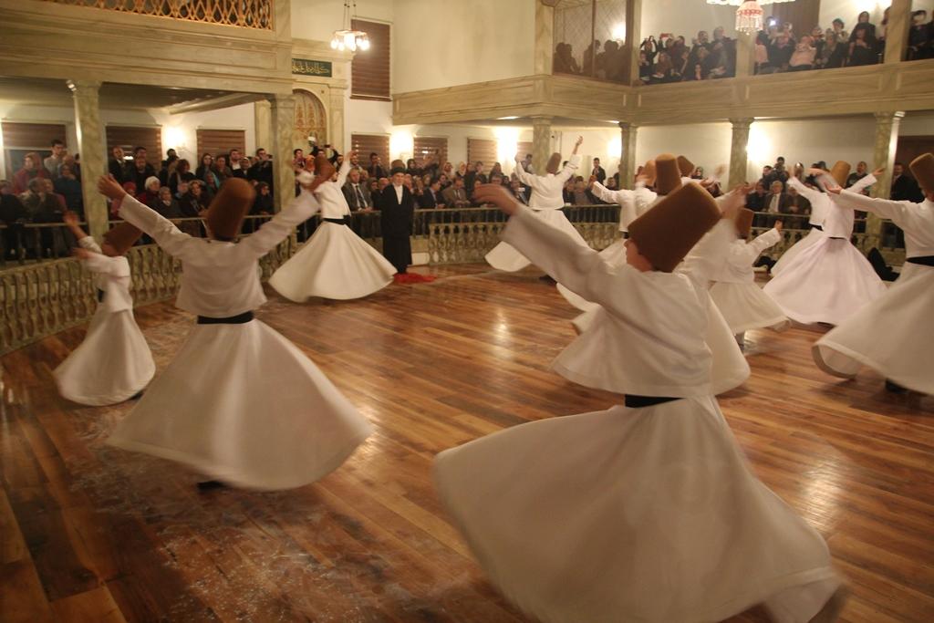 http://medit.fatihsultan.edu.tr/resimler/upload/Seb-i-Arus-un-Yil-Donumunde-Mevlana-yi-Andik-10221214.jpg